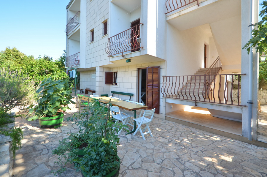 Korcula-kneze-Apartments-Anton-front-Barbecue-02