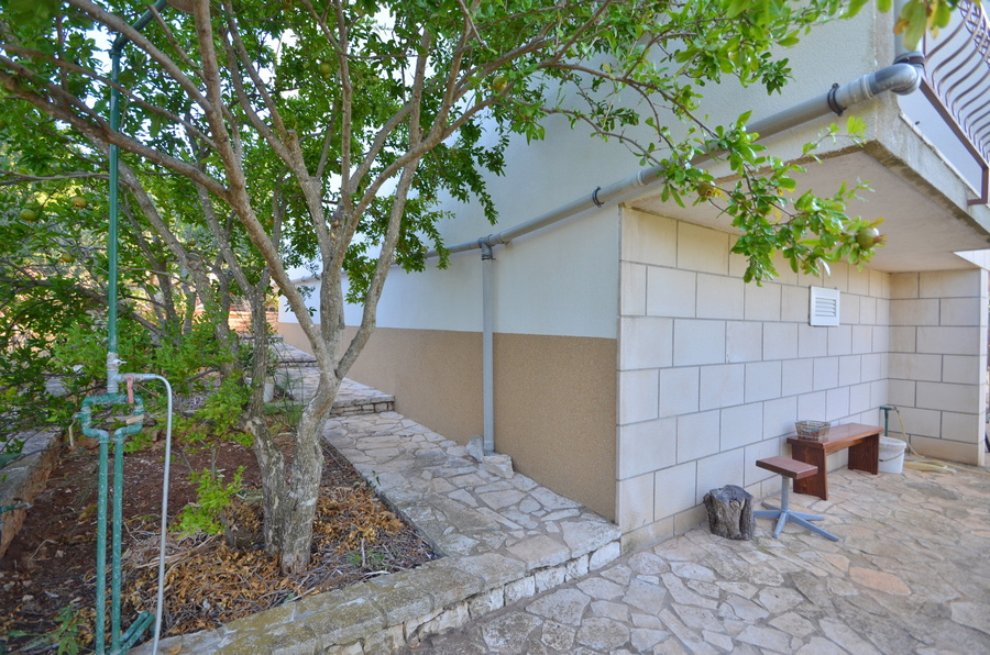Korcula-kneze-Apartments-Anton-front-Barbecue-06