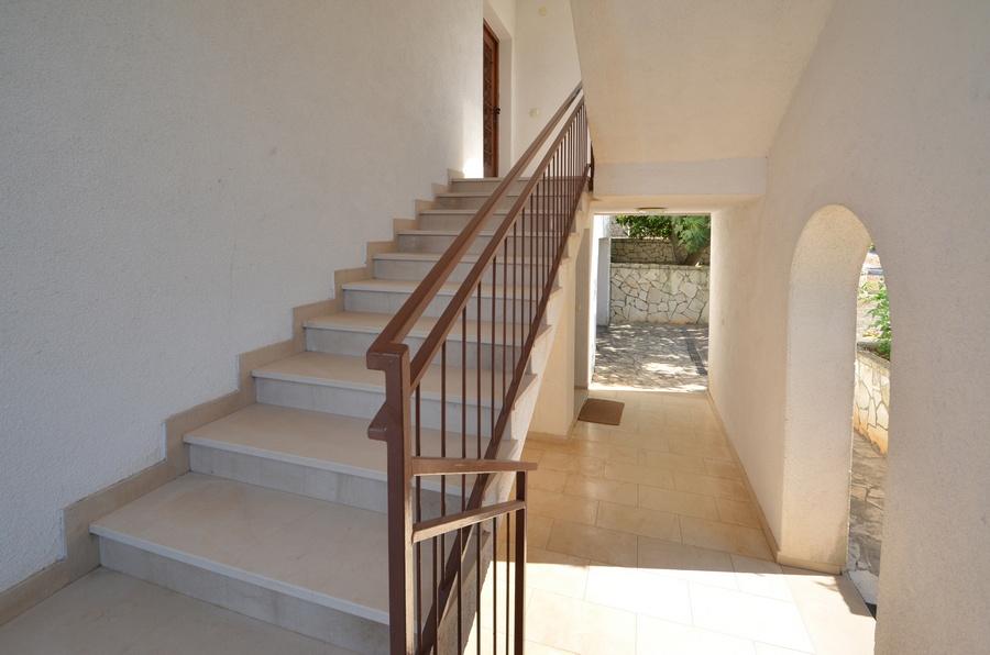 Korcula-Kneze-Apartments-Anton-side-entrance-03