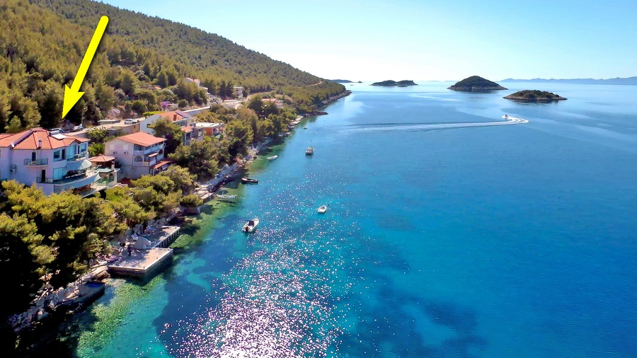 Korcula-Villa-nadilo-Karbuni-from-Air-surrounding-02-freccia