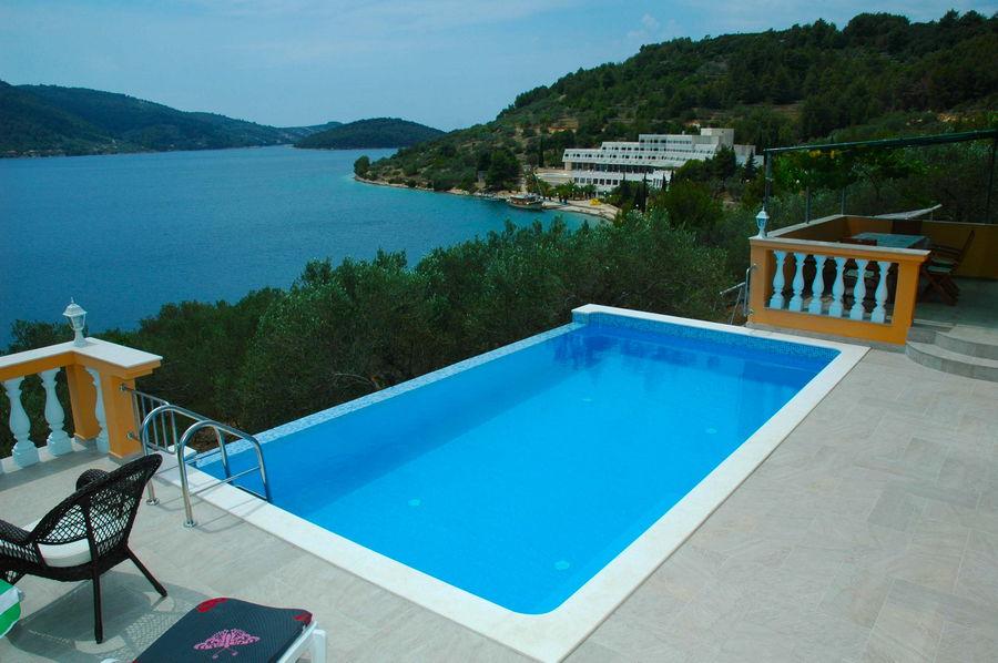 Villa-Vela-Luka-Korcula-Nina-Pool-02