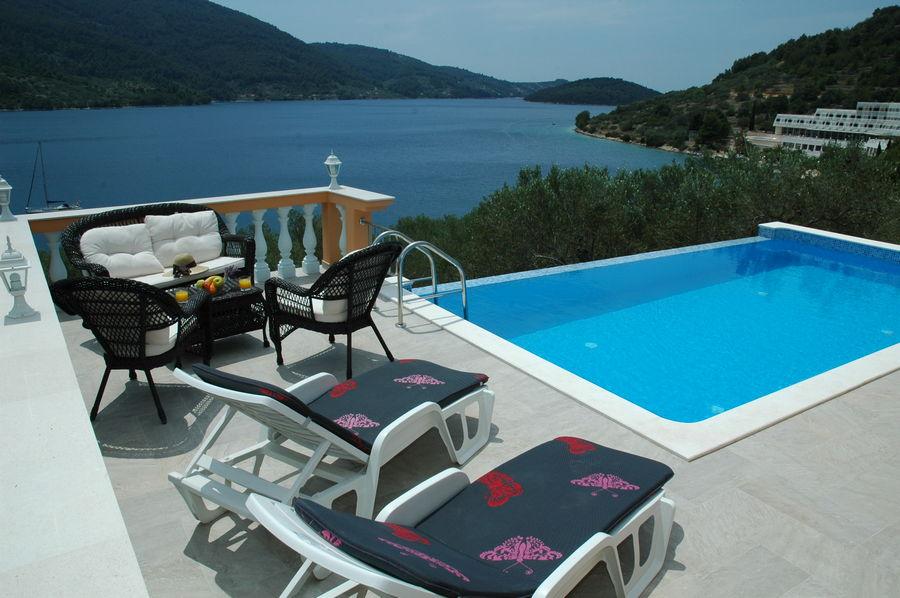Villa-Vela-Luka-Korcula-Nina-Pool-04