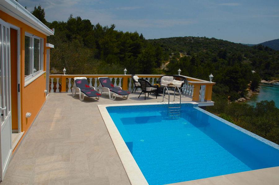 Villa-Vela-Luka-Korcula-Nina-Pool-09