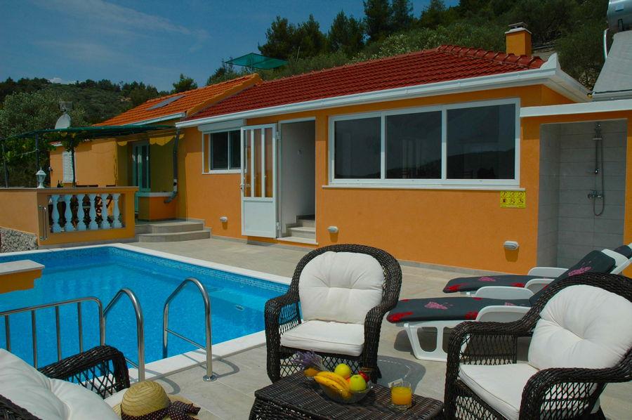 Villa-Vela-Luka-Korcula-Nina-Pool-11