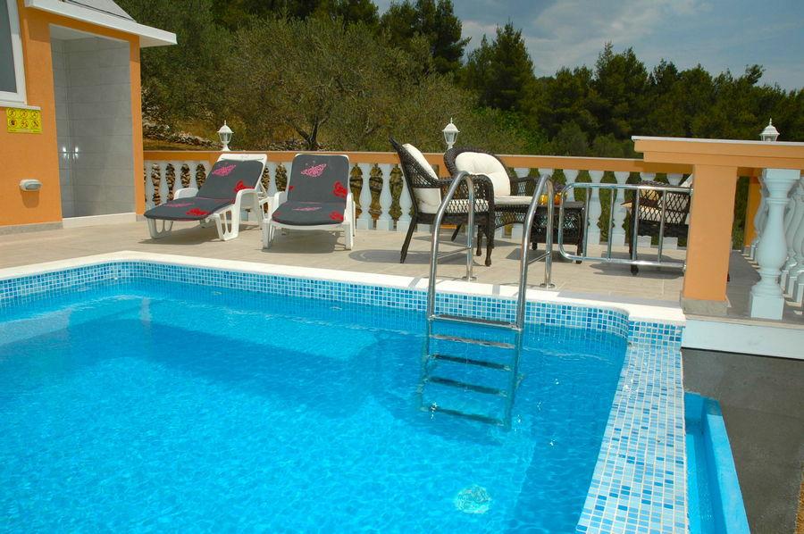 Villa-Vela-Luka-Korcula-Nina-Pool-12