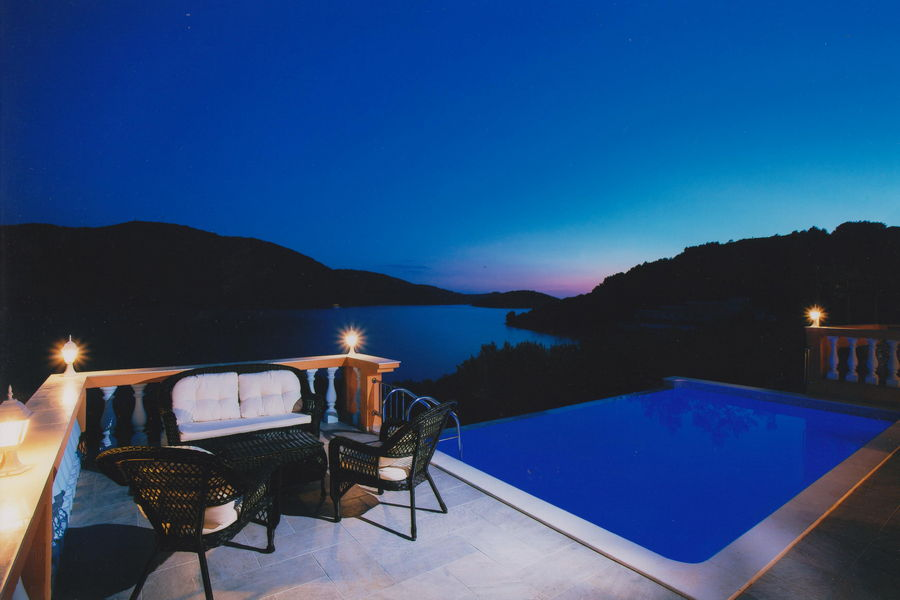 Villa-Vela-Luka-Korcula-Nina-Pool-Night-01