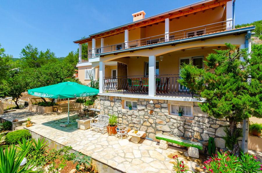 Korčula-karbuni-Apartmani-silva-fasada-02