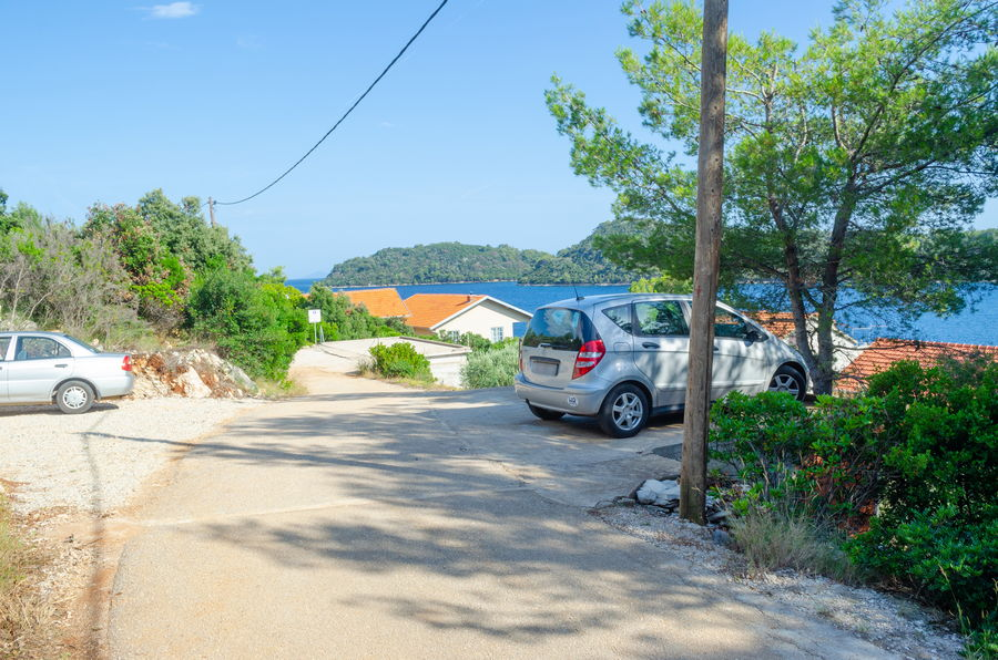 korcula-karbuni-apartments-silva-parking-06-2018-pic-02