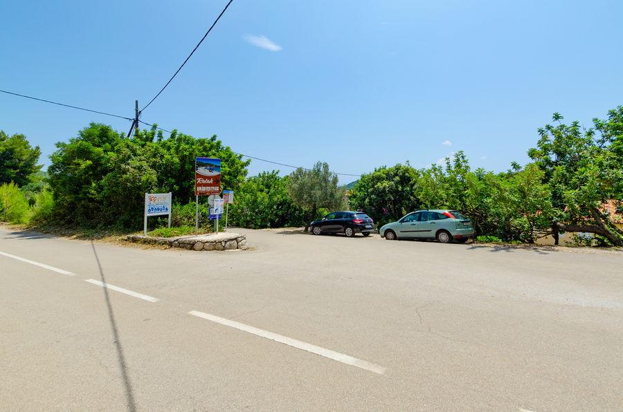 korcula-prizba-apartment-tonci-parking-02