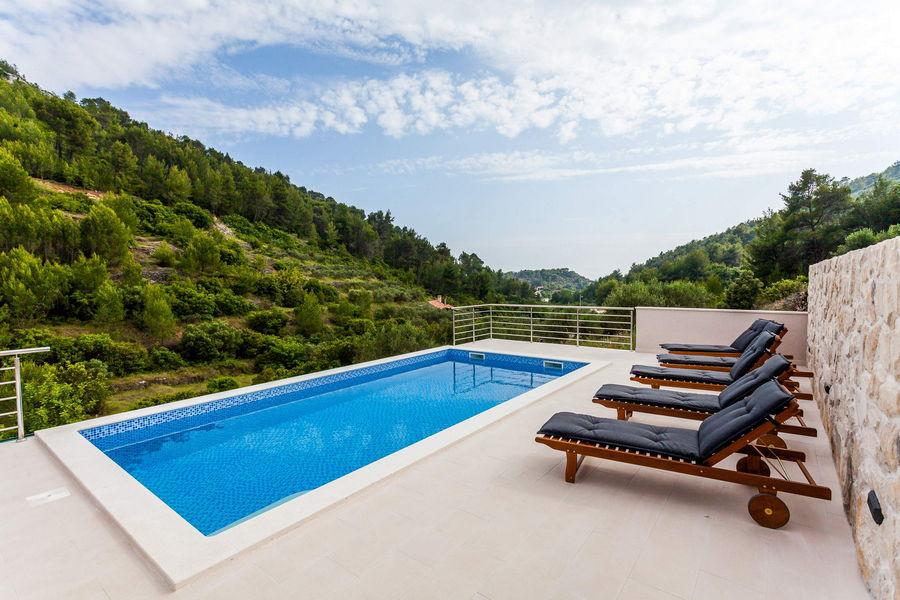 Villa-ileana-piscina-01