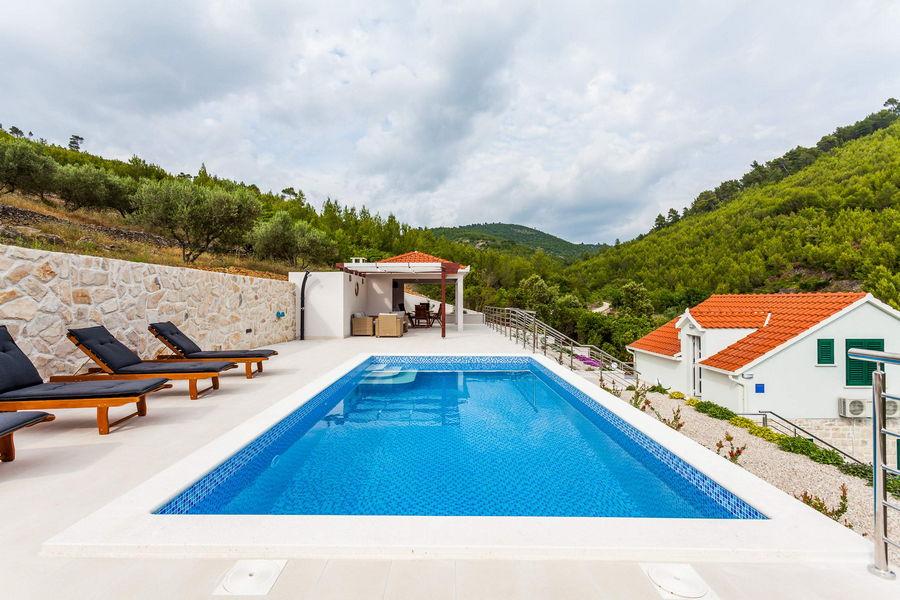 Villa-ileana-piscina-03