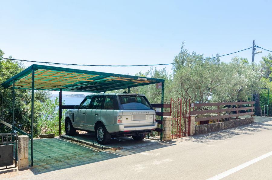 korcula-prizba-apartments-alfir-house-parking-07