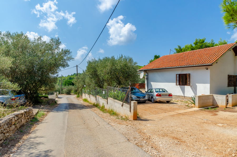 house-vela-luka-korcula-sasa-parking-02