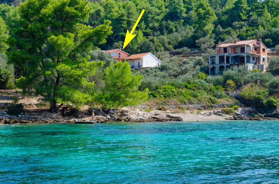 korcula-apartments-poplat-vela-luka-lucica-beach-09-arrow