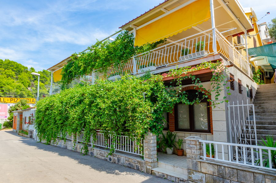 korcula-brna-apartments-pecotic-house-01