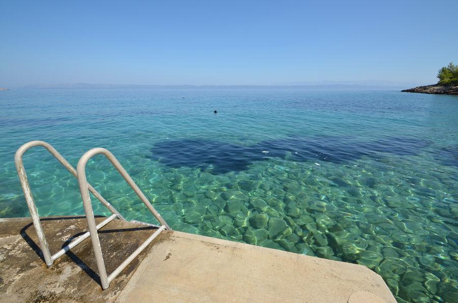 korcula-beaches-concrete-slabs-04