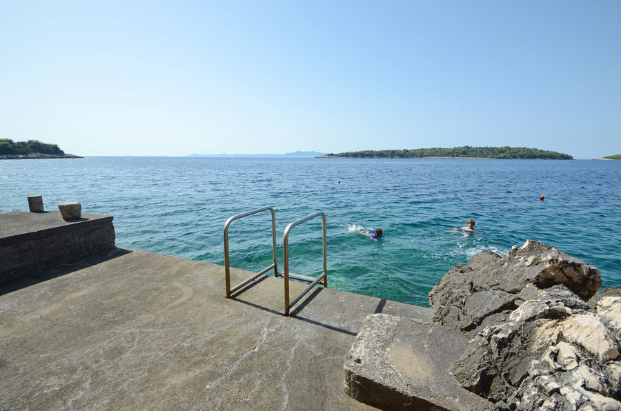 korcula-beaches-concrete-slabs-05