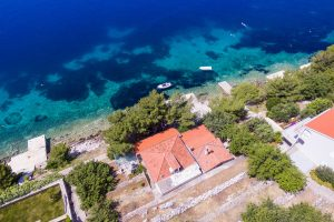 Korcula-Karbuni-Apartments-bosnic-House-from-air-01