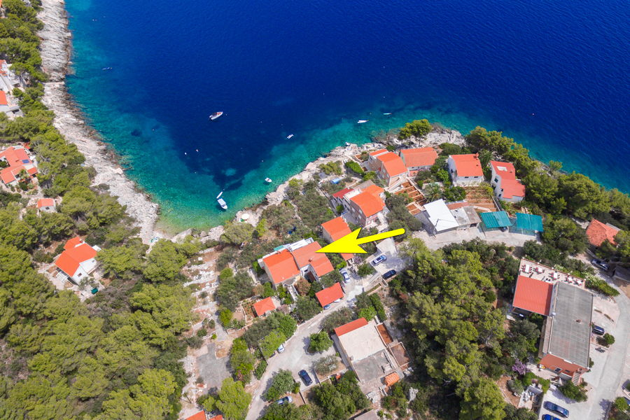korcula-prizba-danca-apartments-merica-house-from-air-17-arrow