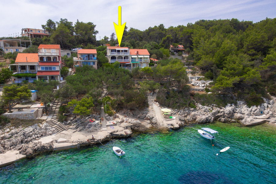 korcula-prizba-danca-apartments-merica-house-from-air-27-arrow