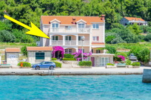 korcula-prizba-apartments-helena-house-07-2019-pic-01-arrow