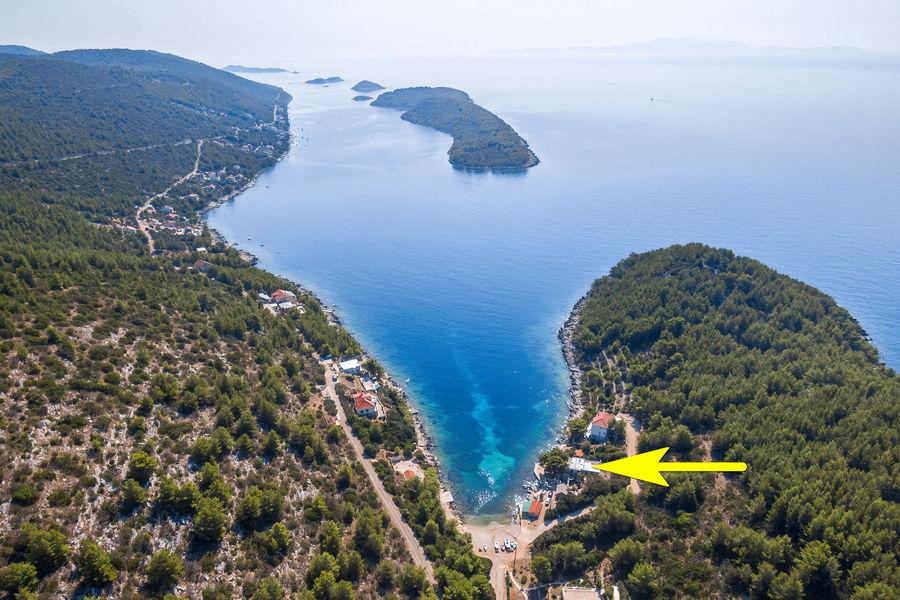 korcula-karbuni-zaglav-apartments-olivera-house-from-air-10-arrow